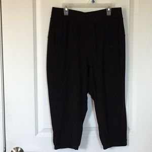 LULULEMON Women's size 8, black crop leggings